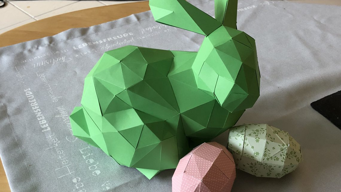 Osterhasen und Eier aus Papier